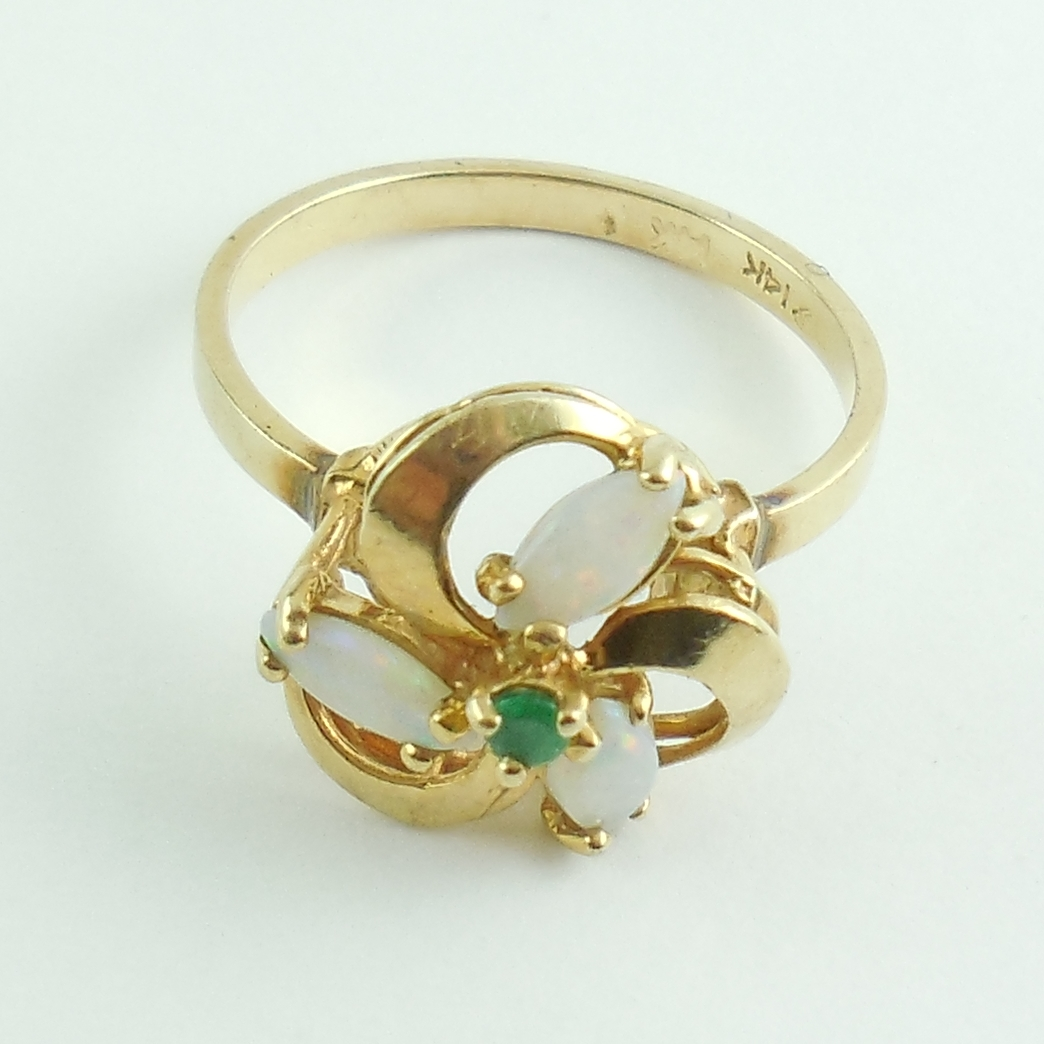 Retro 1970s Vintage 14k Gold Australian Opal And Emerald Ring Size 7 Exc Cond