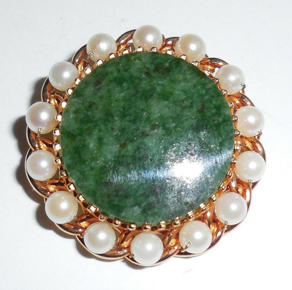 Vintage Cultured Pearls Wrapped Natural Jade Pin Beautiful Gold Plated No Wear Condition