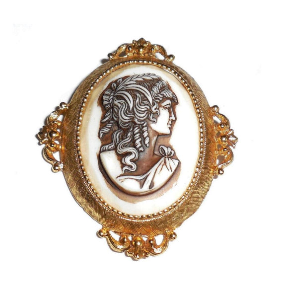 Vintage Mid Century Florenza 2 1/4 Fancy Shadowed Cameo Portrait Pin No Wear Condition